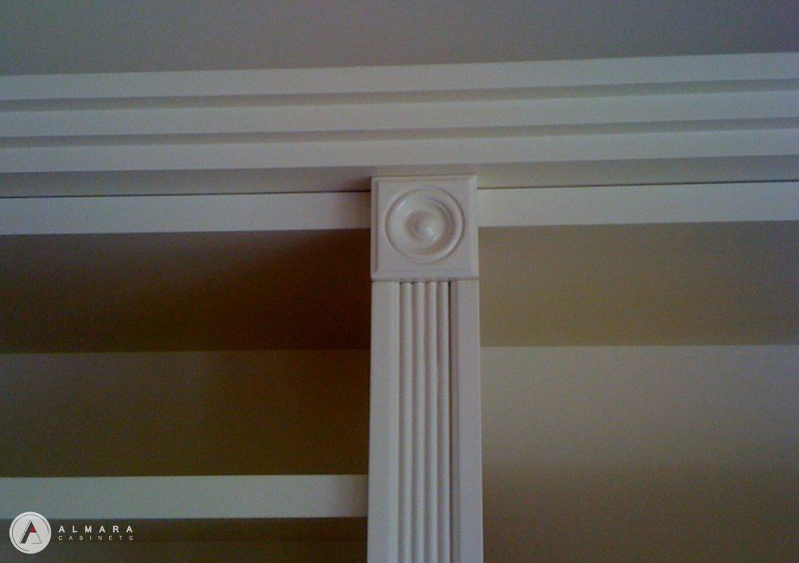 Reeded arch & buls eye detail